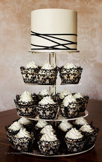 wedding cake / cupcakes / black and white; lace cupcake holders