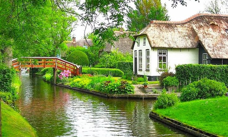 Nem időutazás, nem is mesevilág. Amit most láttok, az a valóság és a jelen Giethoornban, egy holland kisfaluban, ami maga a földi paradicsom.