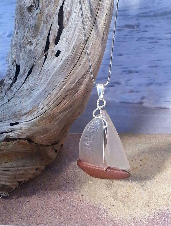 piccola vela di vetri di mare da appendere al collo - Sea Glass Sailboat Pendant