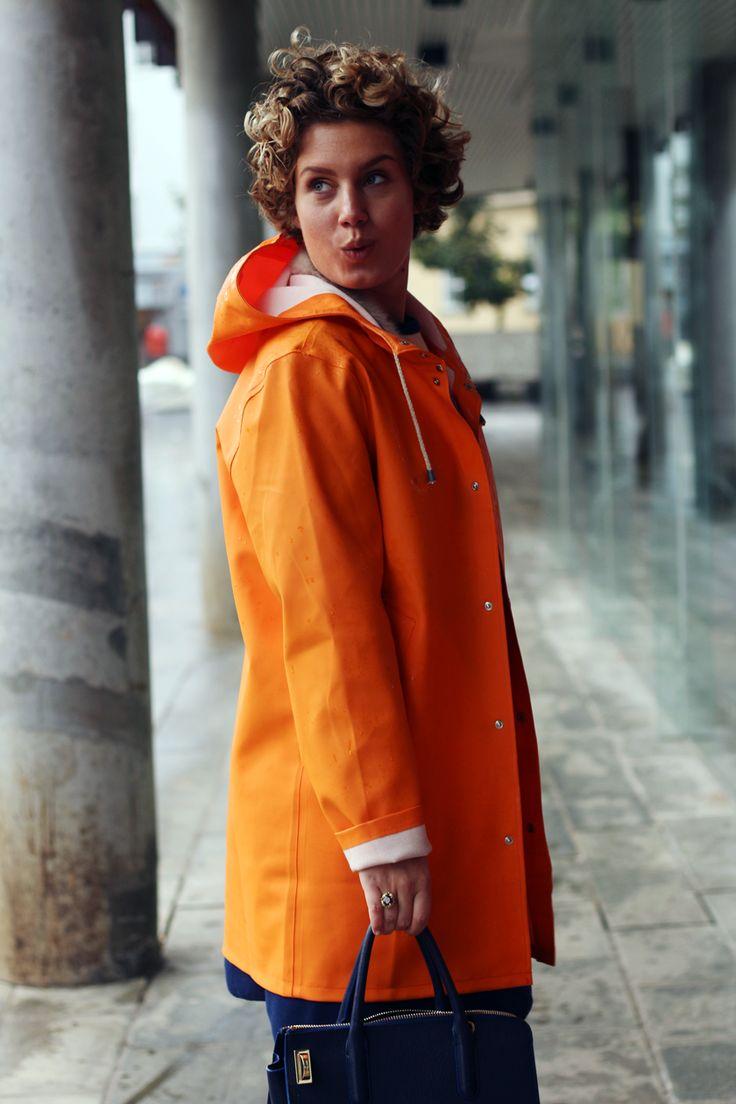 Iben-Bergstrom-blog-colorful-and-vintage-outfits-orange-stutterheim-raincoat-vintage-jacket-vintage-dress-secondlove-maxmara-fiocco…
