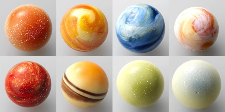 L'éclat of the Righa Royal Hotel Japan have done The chocolate solar system which includes all planets and some meteorites.