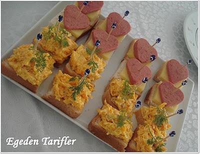 Salamlı-Peynirli ve Havuçlu Kanepeler