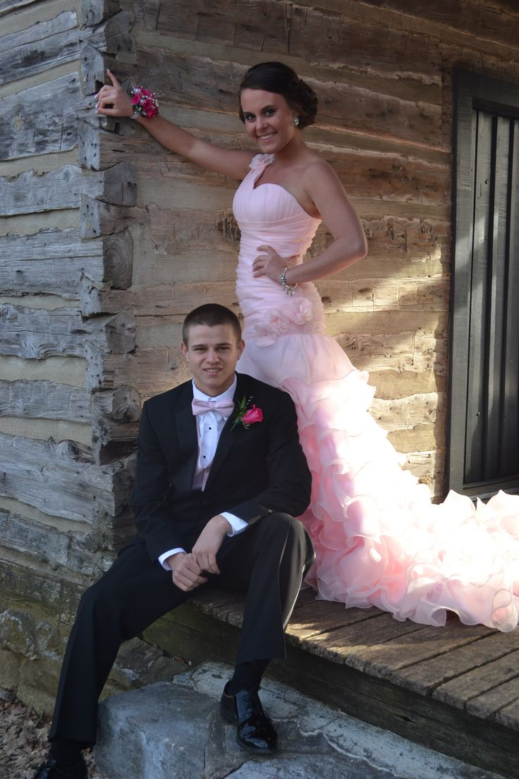 Casual prom picture/ Prom Photography ideas