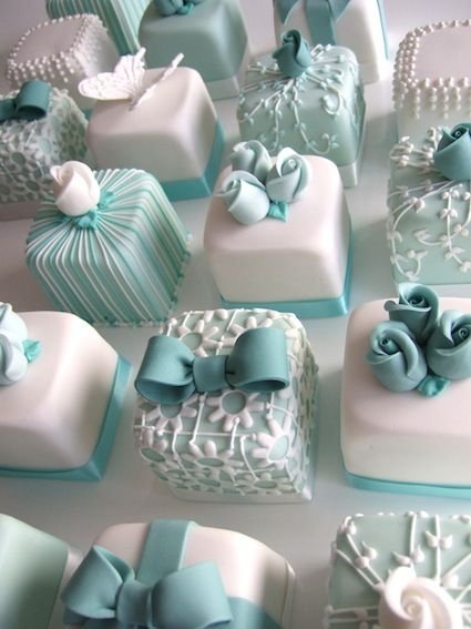 How adorable would these Tiffany-inspired petit fours be for a bridal shower? Love all of the different variations! (by Maki's Cakes)