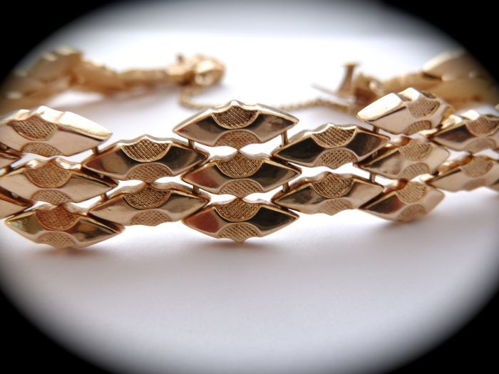 18 kt geelgouden armband - uit de jaren 50  Wonderful 18 kt yellow gold bracelet 1950s With security chain. Length: 19.5 cm. Width: 1 cm 18.5 g very elegant Registered shipping.  EUR 500.00  Meer informatie