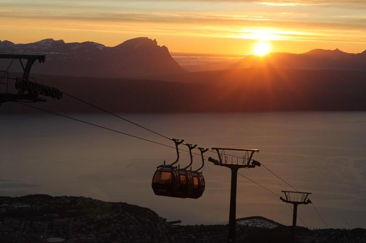 Narvikfjellet - The gondola cable car lift in Narvik takes you up to an altitude of 656 metres