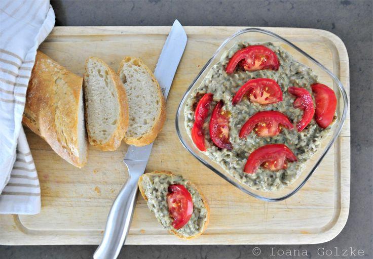 miss-red-fox - Rezept des Monats Juli - Rumänischer Auberginen-Salat mit Tomaten und Weißbrot - Salata dfe vinete
