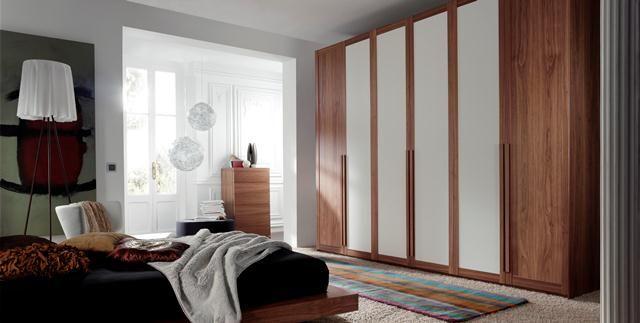 Armario combinado madera y blanco