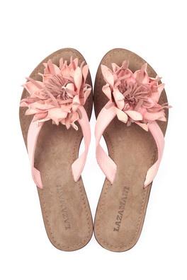 Ik weet wat je denkt.. Dat zijn geen 'high heels' máár deze slippers zitten zo heerlijk dat ik ze wilde pinnen op m'n bord ☺️