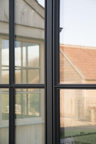 Reynaers Aluminium stelt op Bis 2015 het SL 38-HI systeem voor. Deze oplossing voor aluminium ramen en deuren vergroot aanzienlijk de architecturale mogelijkheden waarbij een minimalistisch of industr