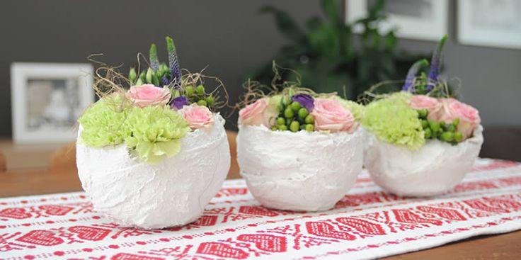 Zelfgemaakte bloempotjes in gips - bloemschikken met gips