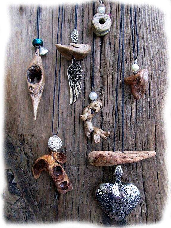 Halsketten aus Schwemmholz