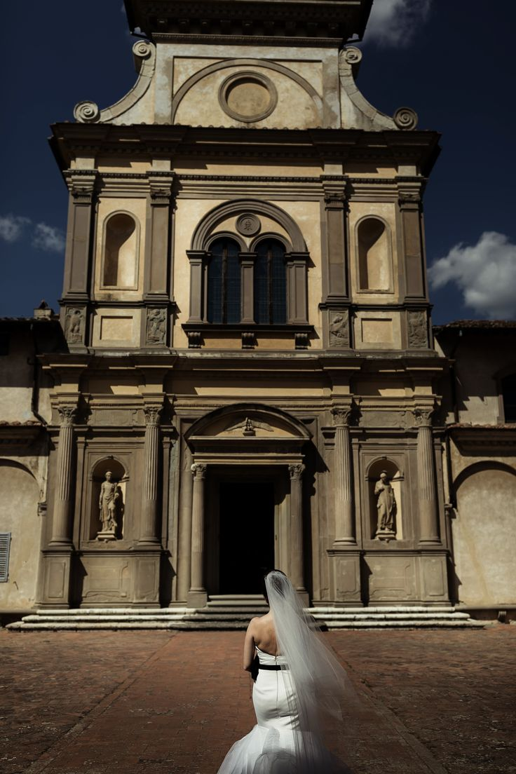 The arrival of the bride in front of this amazing church in Florence