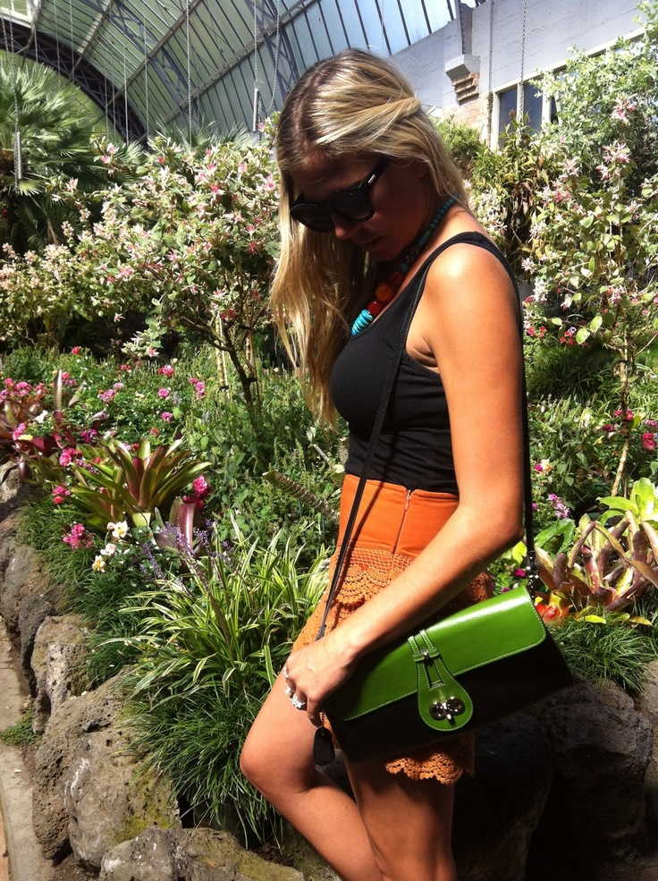 The Zahara clutch in green/black