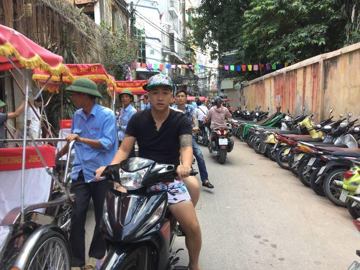 Vietnam - Hanoi - CASCO ANTIGUO EN CYCLO PUSH