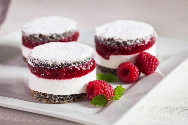 Trojfarebné makovo-malinové tortičky