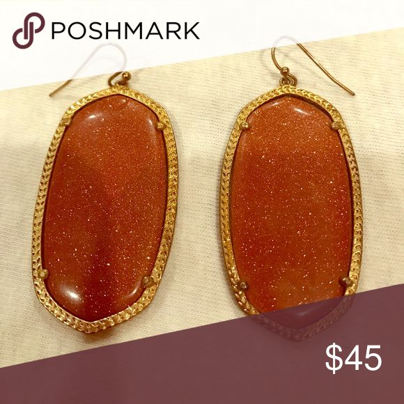 Kendra Scott Sparkly Burnt Orange Earrings ⭐️ These are the large Kendra Scott earrings! Sparkly and burnt orange (Rust-ish) color. Wore twice for UT games and absolutely love them.. just time to part ways! In perfect condition. Kendra Scott Jewelry Earrings