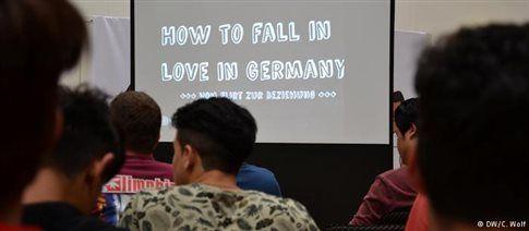 Σεμινάρια για «φλερτ» και ερωτικές σχέσεις σε πρόσφυγες στη Γερμανία