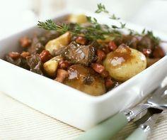 La recette du bœuf bourguignon est un plat de tradition française. Découvrez une partie de la Bourgogne culinaire en goûtant à cette recette.