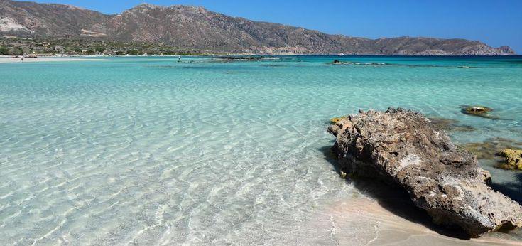 Mare turchese, sabbia bianca, atmosfera rilassata. Non serve andare oltreoceano per godersi un mare caraibico. La Grecia, con le sue calette, è perfetta. Ecco alcune ...