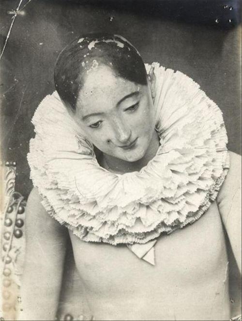 François Brunery - Mannequin d'atelier en bois avec une collerette, c.1900.