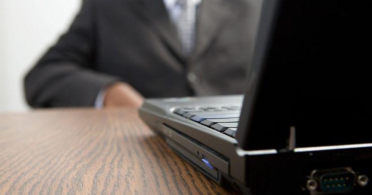 ¿Cómo verificar la garantía en un computadora portátil Toshiba?. Si necesitas una reparación en tu computadora portátil Toshiba, puedes comprobar tu garantía en línea. Es importante que registres tu computadora portátil en el sitio de Toshiba antes de verificar la garantía. Para ello, ve a la página de inicio de Toshiba y sigue las instrucciones de registro.
