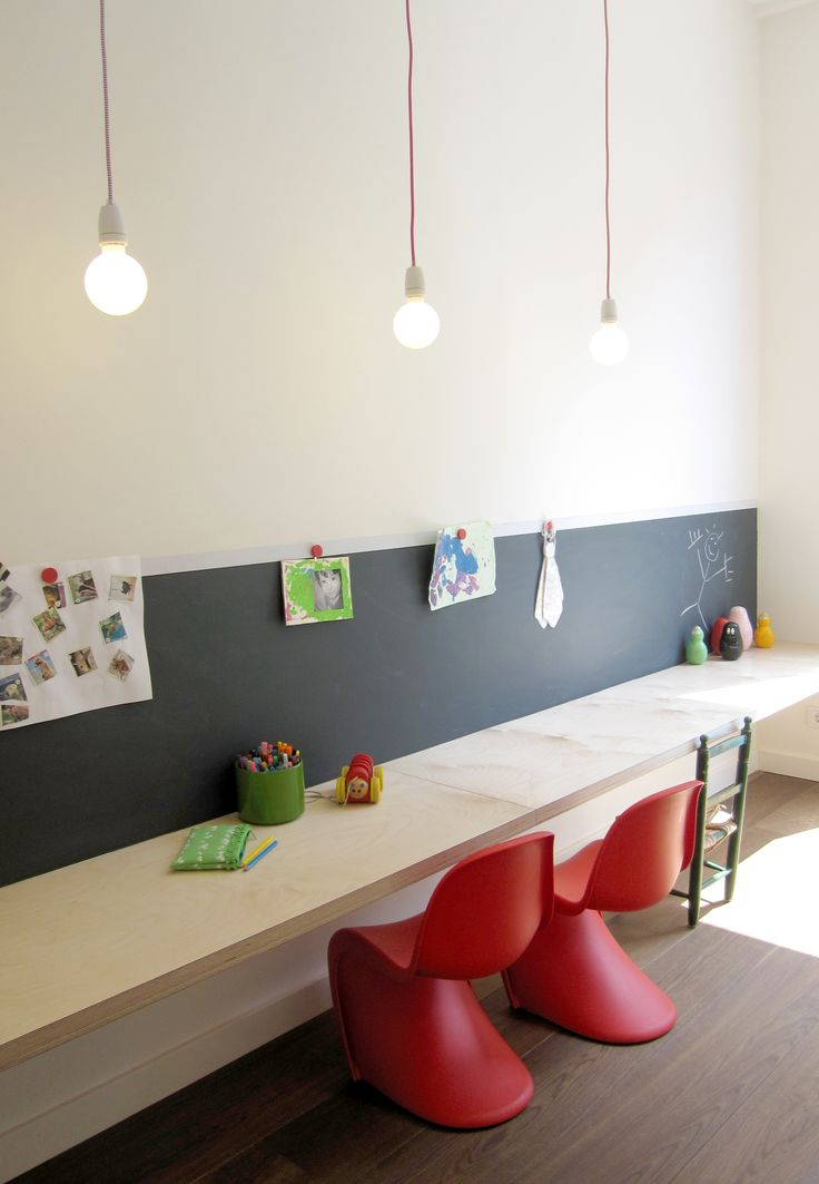 studio-ei -- Woning 13: Utrecht. Interieurontwerp en herindeling; Keukenontwerp - meubelontwerp - betonnen keuken - zitbank - zitkamer - speelkamer - uitbouw - kindermeubel - kastwand - www.studio-ei.nl
