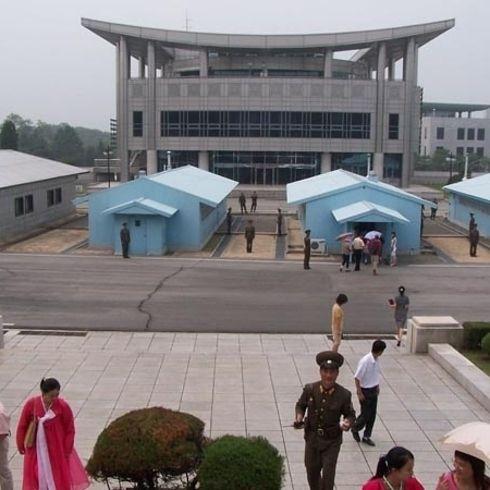 Corea del Norte y Corea del Sur. El área Común de Seguridad (mostrada arriba), dentro de la zona desmilitarizada de Corea, acoge las negociaciones entre los dos países.