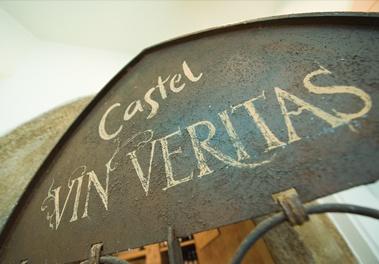 Das Tor zum Weinkeller: die Castel Vinothek