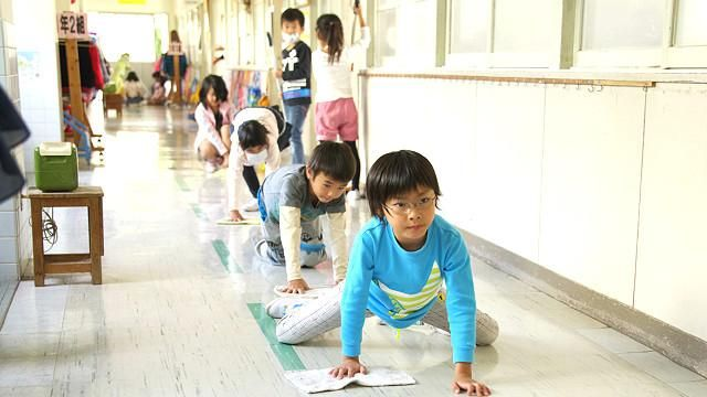 Para educadores do país, prática ensina estudantes a ter responsabilidades e consciência social, preservando o que é público para as próximas gerações.