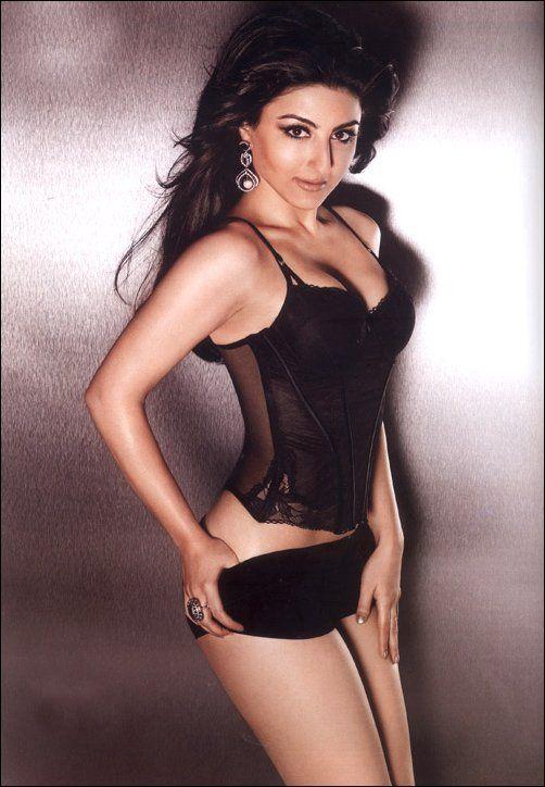 Soha Ali Khan Posing Hot In Black Bikini - Bollywood