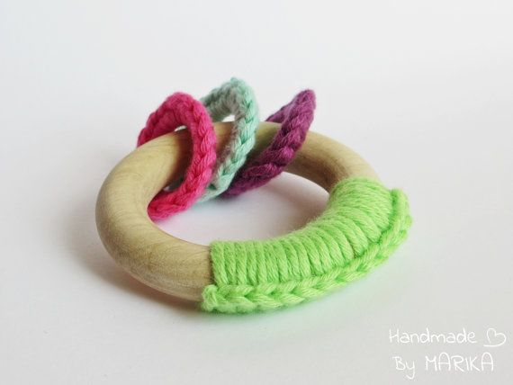 Teething ring for baby made of organic cotton yarn and wood