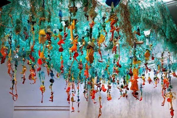 Obras de Arte com lixos encontrados na Praia