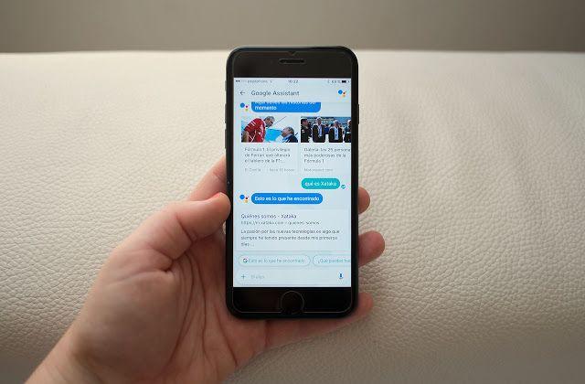 Google Assistant ya está disponible en español pero sólo en Allo por ahora    El asistente digital de Google reemplazo de Now on Tap funciona en español en el mensajero instantáneo de la compañía.    Google lanzó hoy la primera versión en español de su asistente virtual para la aplicación de mensajería Allo  disponible tanto en Android como en iOS una herramienta que utiliza la  inteligencia artificial para conversar o responder consultas de los  usuarios tales como el estado del tiempo la…