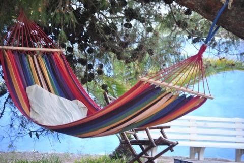 Descanso en el jardín de esta casa en #Cadiz. Porque las #vacaciones no tienen porque ser estresantes. ¡A tu ritmo con intercambio casas!