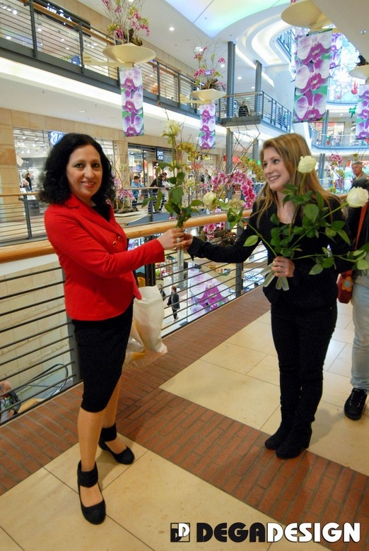 Schlössle-Galerie Pforzheim - Flowers distribution and mall decoration at Mother's day