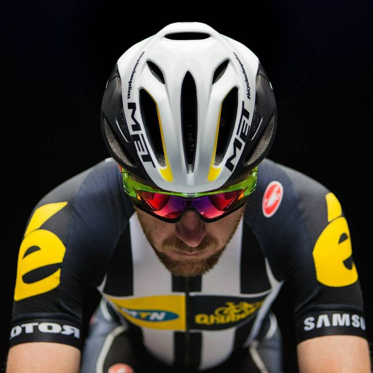 How insanely cool are the new @met_helmets #RIVALE as modeled here by our @mattgoss1986! See their profile for more details... and see them in action on our boys at #TdF2015!  #unbeatable #newaeroera