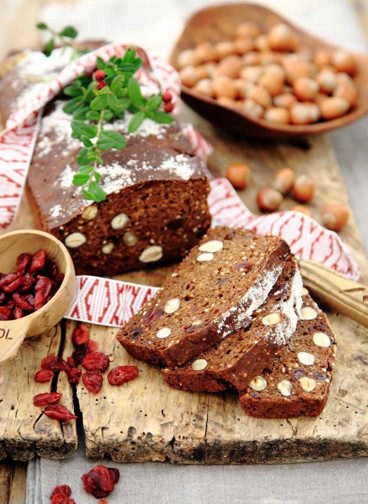 Enkelt och gott vörtbröd med filmjölk, nötter, torkad frukt och färdig vörtmix – en älskad klassiker på julbordet.Baka nu och frys in.