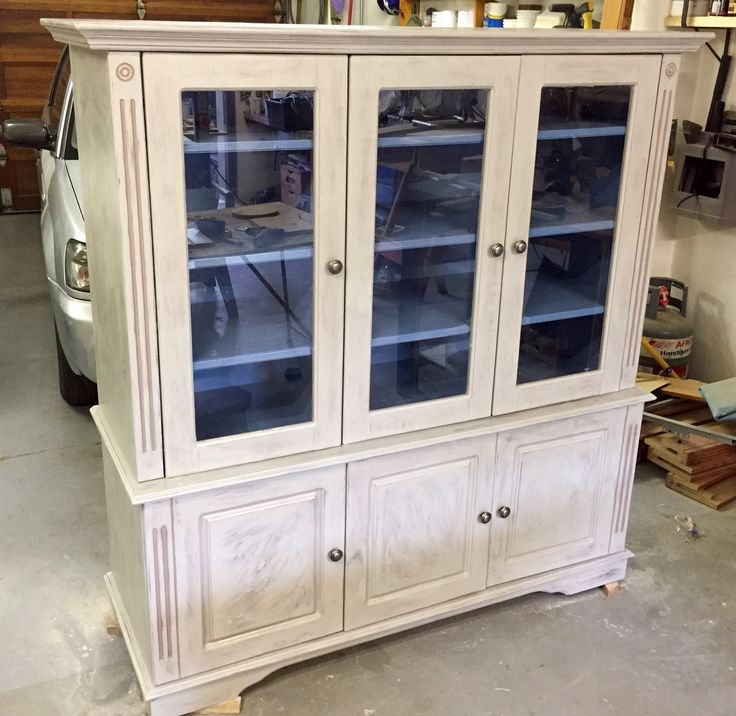 The transformation from TV cabinet to display cabinet is complete.