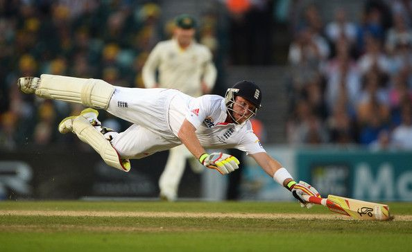 Ian Bell of England dives as he is run out by Mitchell Starc of Australia during day five of the 5th Investec Ashes Test match between England and Australia at the Kia Oval on August 25, 2013 in London, England. (August 24, 2013 - Source: Gareth Copley/Getty Images Europe)