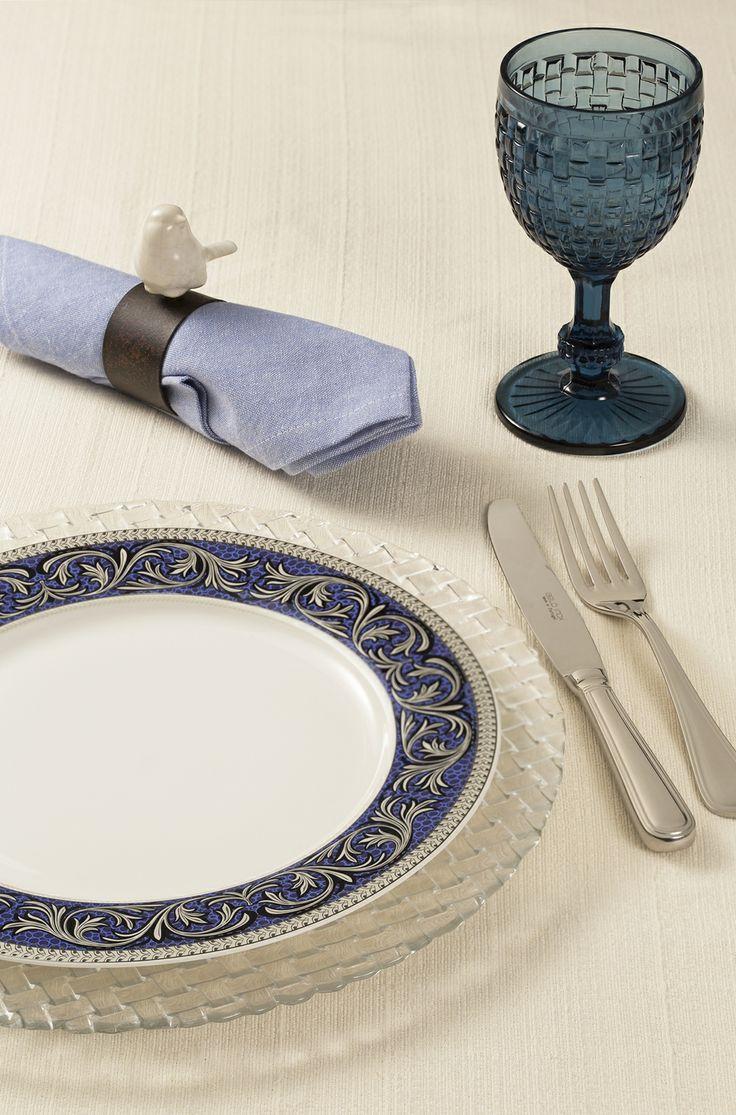 Aposte em taças para tornar sua mesa posta ainda mais elegante!