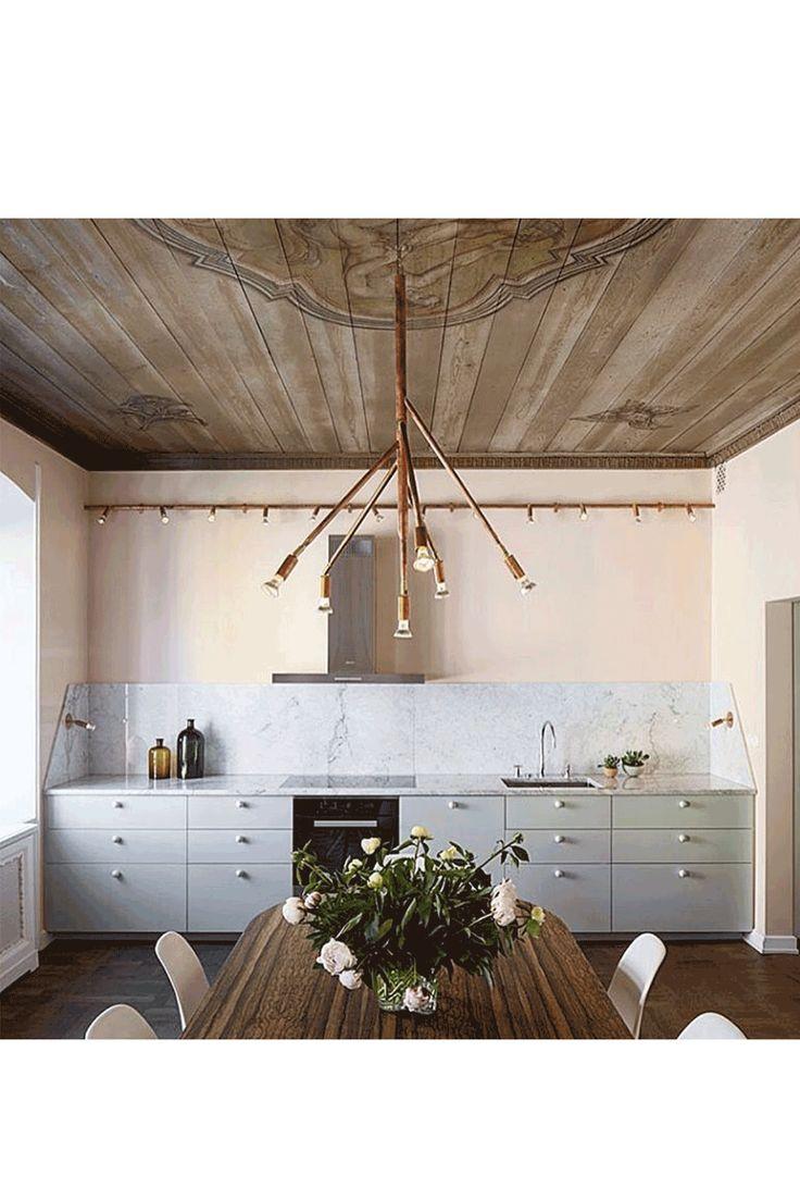 Billy, Metod, Grundtal, Malm: Die allseits bekannten Möbel aus der Ikea-Familie sind die klassischen Allrounder im Interieur. Sie sind da, wenn wir unsere erste Wohnung beziehen, bei finanzieller Ebbe agieren sie als geduldiger Platzhalter für die guten Stücke, auf die wir noch etwas sparen