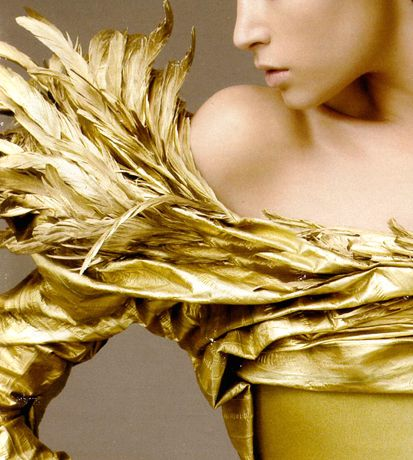 How many people would dare to wear gold feathers?