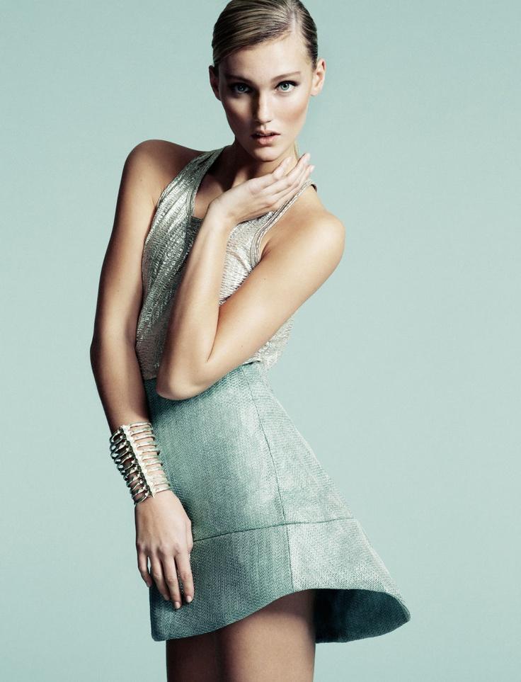 Mode med skarpa snitt – exklusivt modereportage | Damernas Värld. Damernas Värld. More fashion: http://damernasvarld.se/