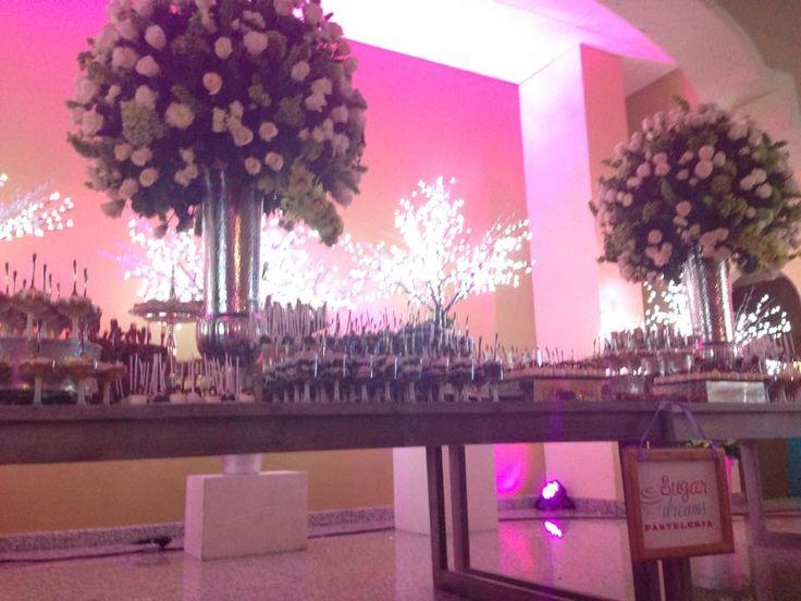 Mesa de postres para boda elegante mesas de postres for Mesa de postres para boda