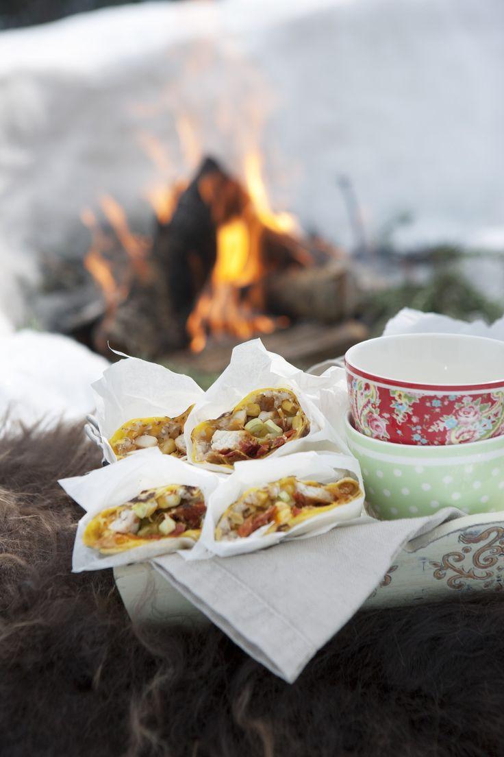 Tortilla på bål: En super rett til å steke i bålet. Denne kan du lage ferdig hjemme, ta den ut av sekken og legge den rett i bålet.