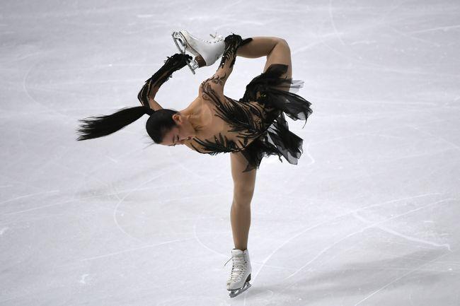 フィギュアスケート・グランプリ(GP)シリーズ第4戦、フランス杯のショートプログラム(SP)で演技する浅田真央(中京大…