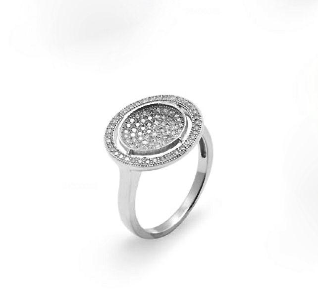 Sencillo, diseño limpio y bonito, que más se puede pedir a un #anillo de #plata con #circonitas engatadas, ¿no crees?