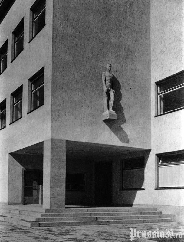 Главный вход. Довоенное фото