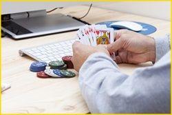 Beim Glücksspiel ist meist nicht Können oder Geschick gefragt, sondern hier spielt in erster Linie, wie der Name es schon sagt, das persönliche Glück eine Rolle. Oft kennen die Spieler jedoch die entsprechenden Regeln und bei mach einem Glücksspiel, wie dem Poker zum Beispiel, gibt es Tipps und Kniffe, wie das Glück positiv beeinflusst werden kann.